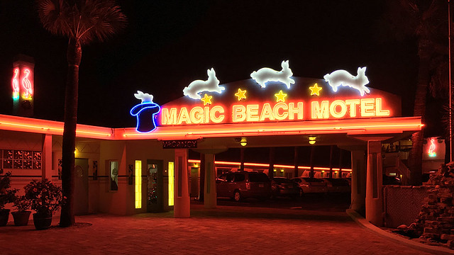 [Magic Beach Motel]