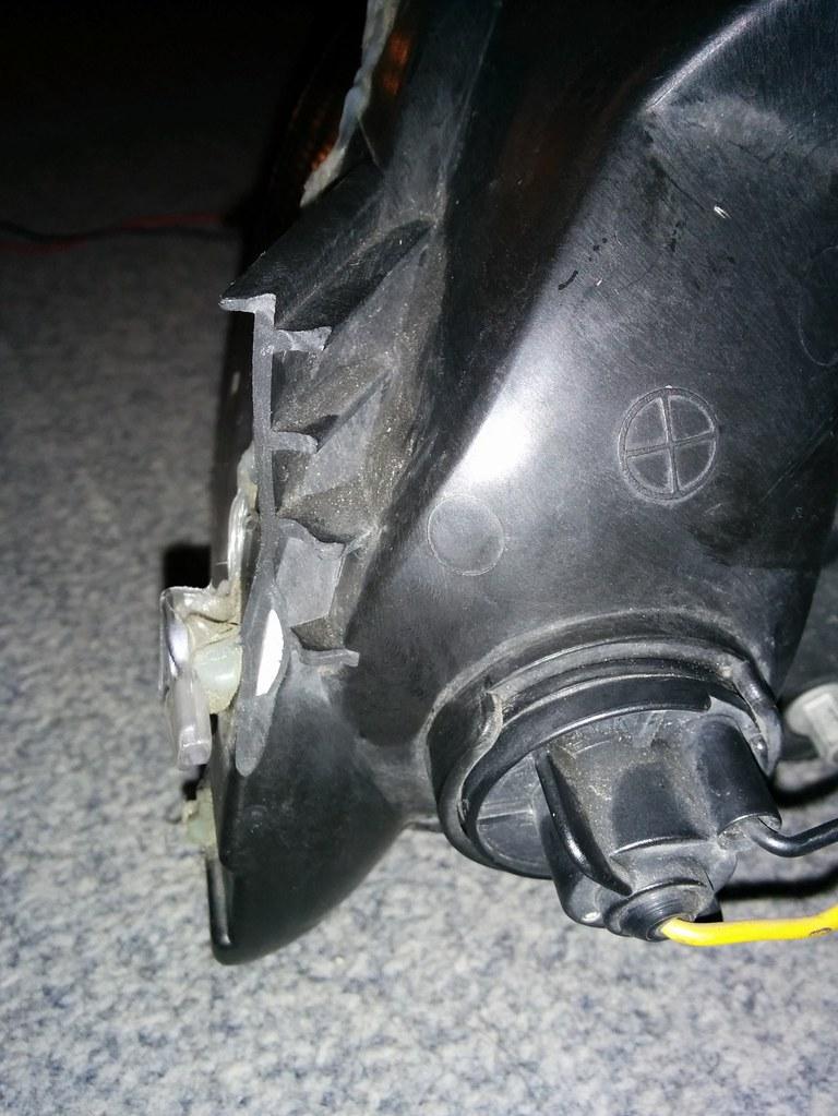 Broken headlight bracket - stuffed or not? - Z4-forum com