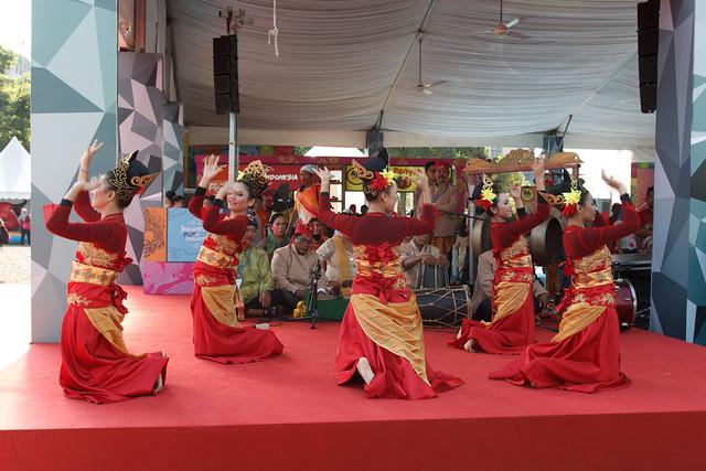 penari tradisional Indonesia