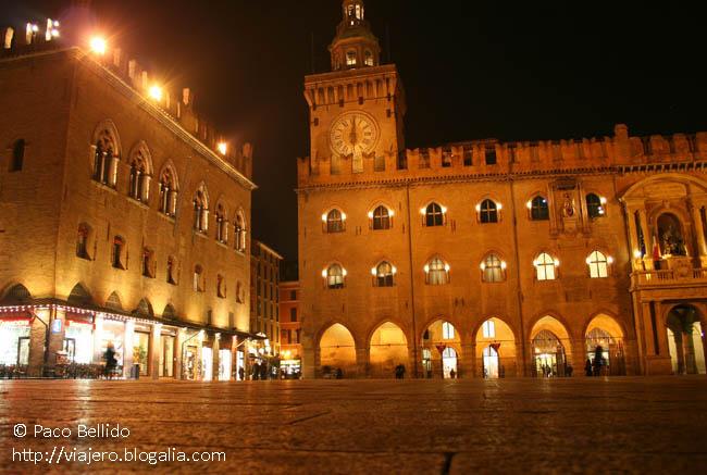 Piazza Maggiore de noche. © Paco Bellido, 2007