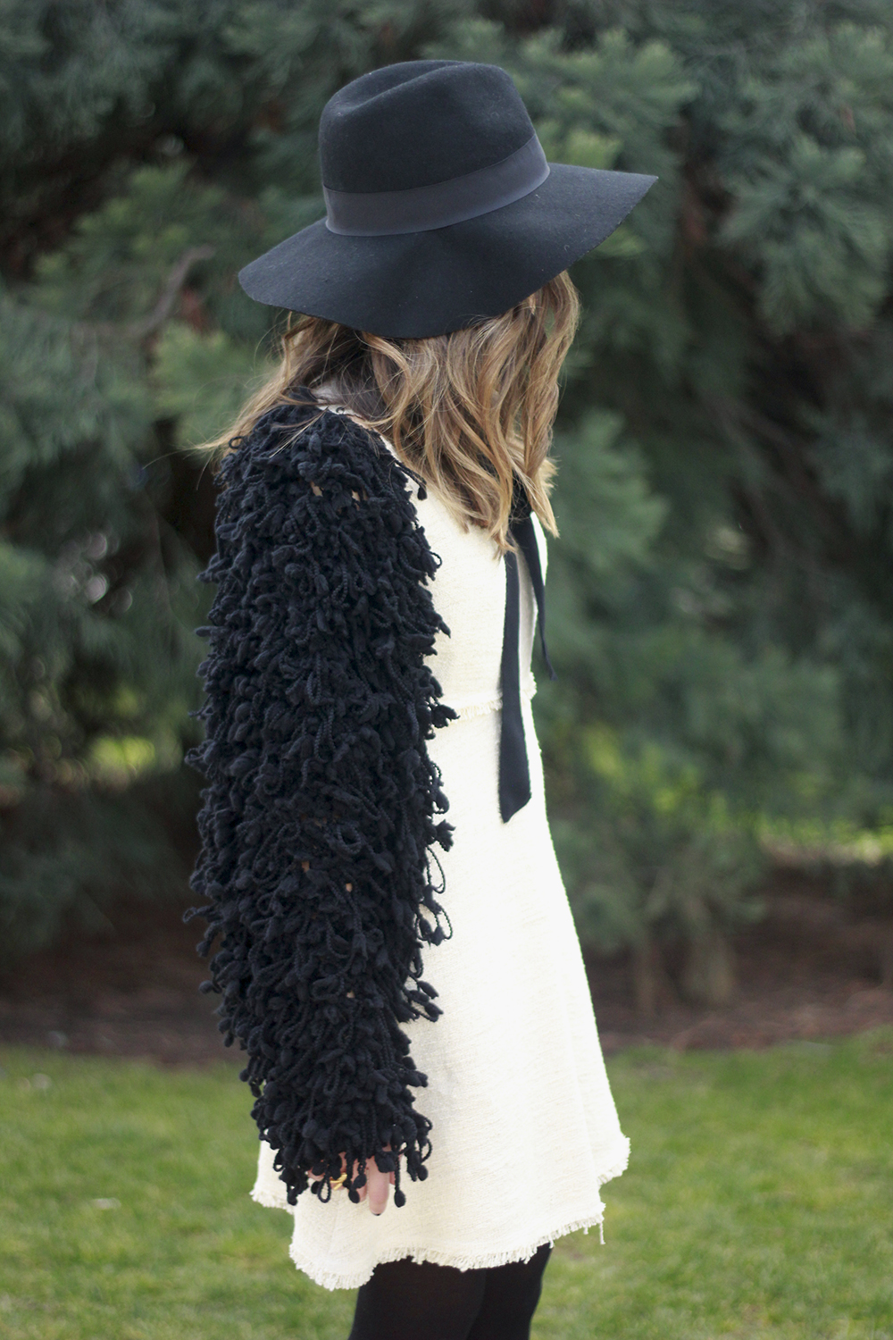 White tweed dress with bow black jacket hat outfit04