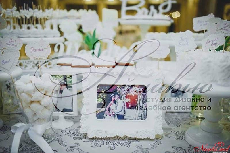 Agenția de organizare a sărbătorilor - «Айлавью» > Lalele la nuntă - spiritul primăverii şi dragostei!