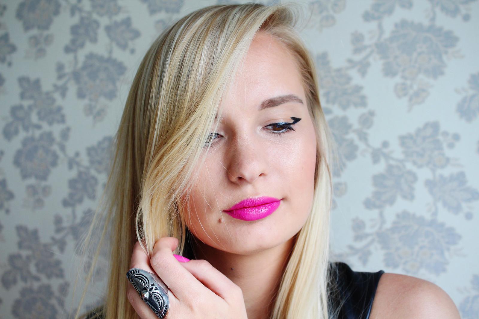 Oriflame eyeliner makeup look