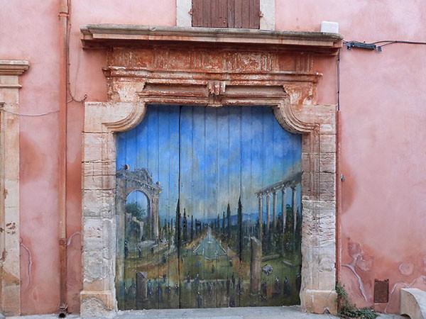 porte peinte roussillon