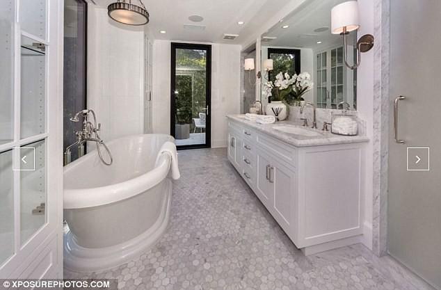 Дизайн ванной комнаты у Эмили Блант