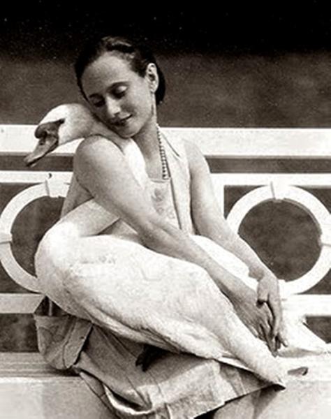 anna-pavlova-with-swan-jack