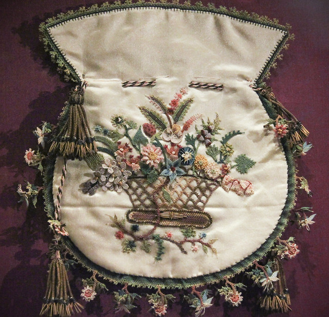 Silk reticule with embroidery and Turkish knots along border, France, early 19th c.