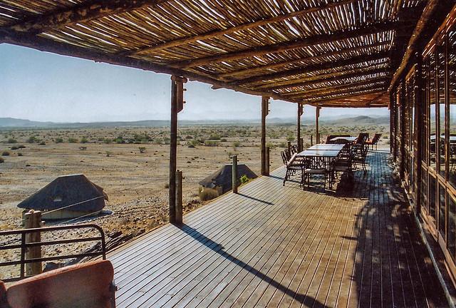 Terrasse am Haupthaus im Doro !Nawas Camp