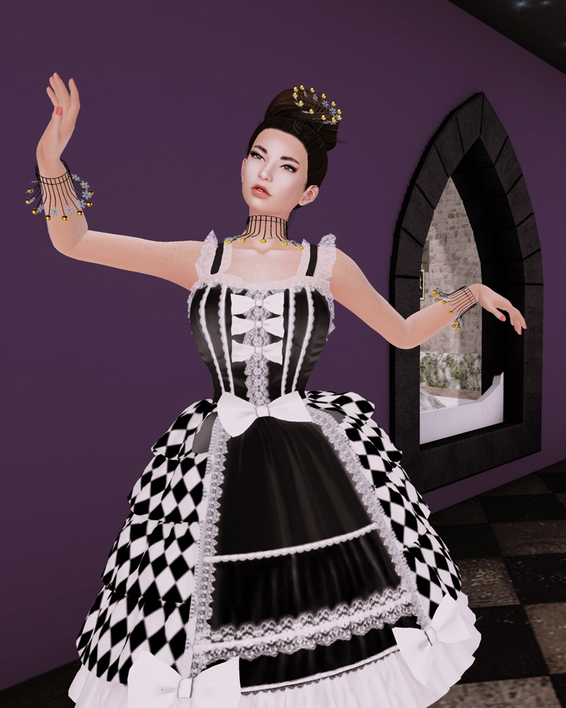 Black & White Dollie