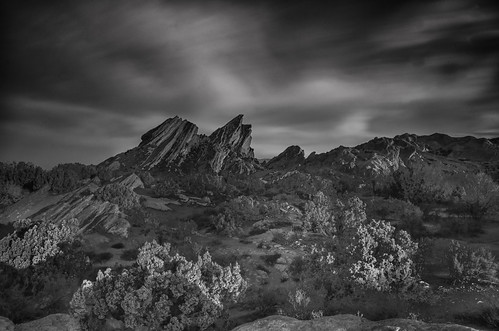 california sky blackandwhite white black nature monochrome clouds sunrise dawn rocks socal geology rockformations 1610 aguadulce vasquezrocks movielocation highway14 vasquezrocksstatepark richgreenephotographycom