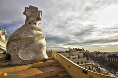 At his feet. #lapedrera