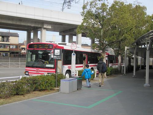 京都競馬場の駐車場の送迎バス