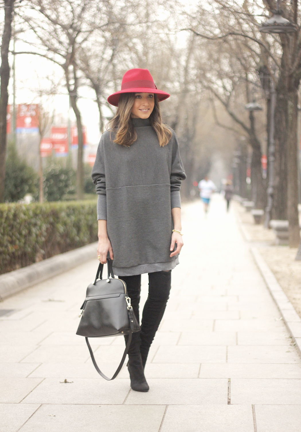 knit dress sheinside over the knee boots mango outfit style red hat uterqüe01