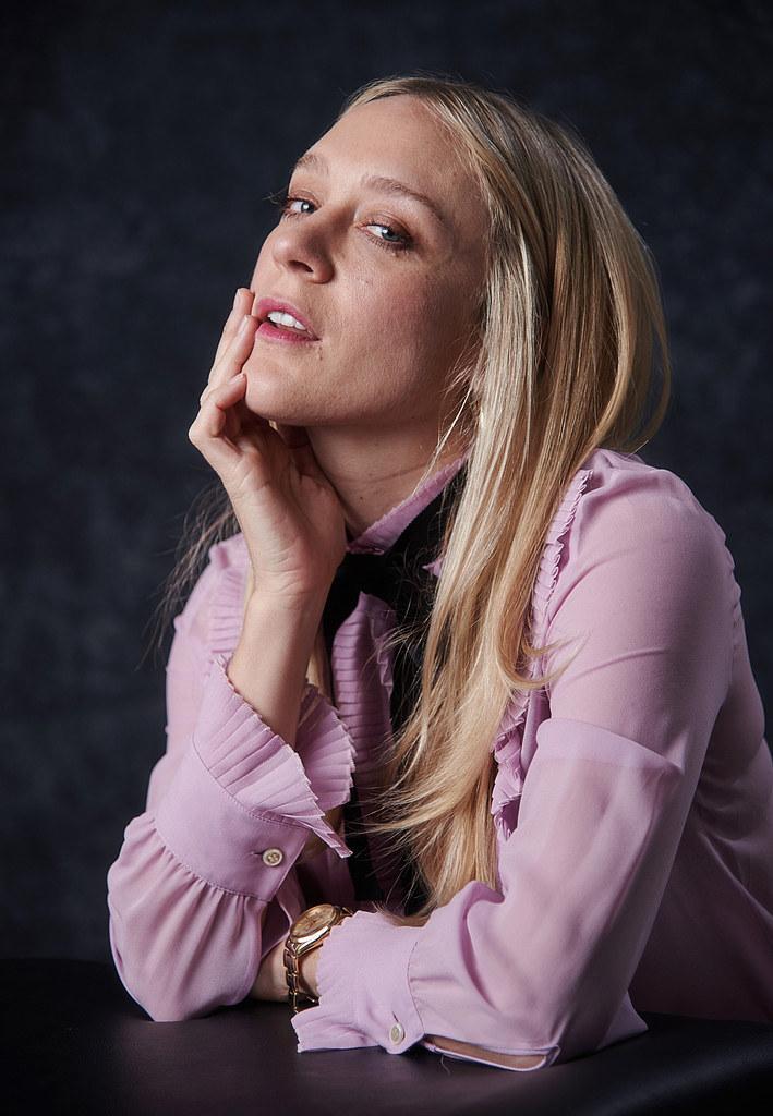 Хлоя Севиньи — Фотосессия для «Любовь и дружба» на «Sundance» 2016 – 39