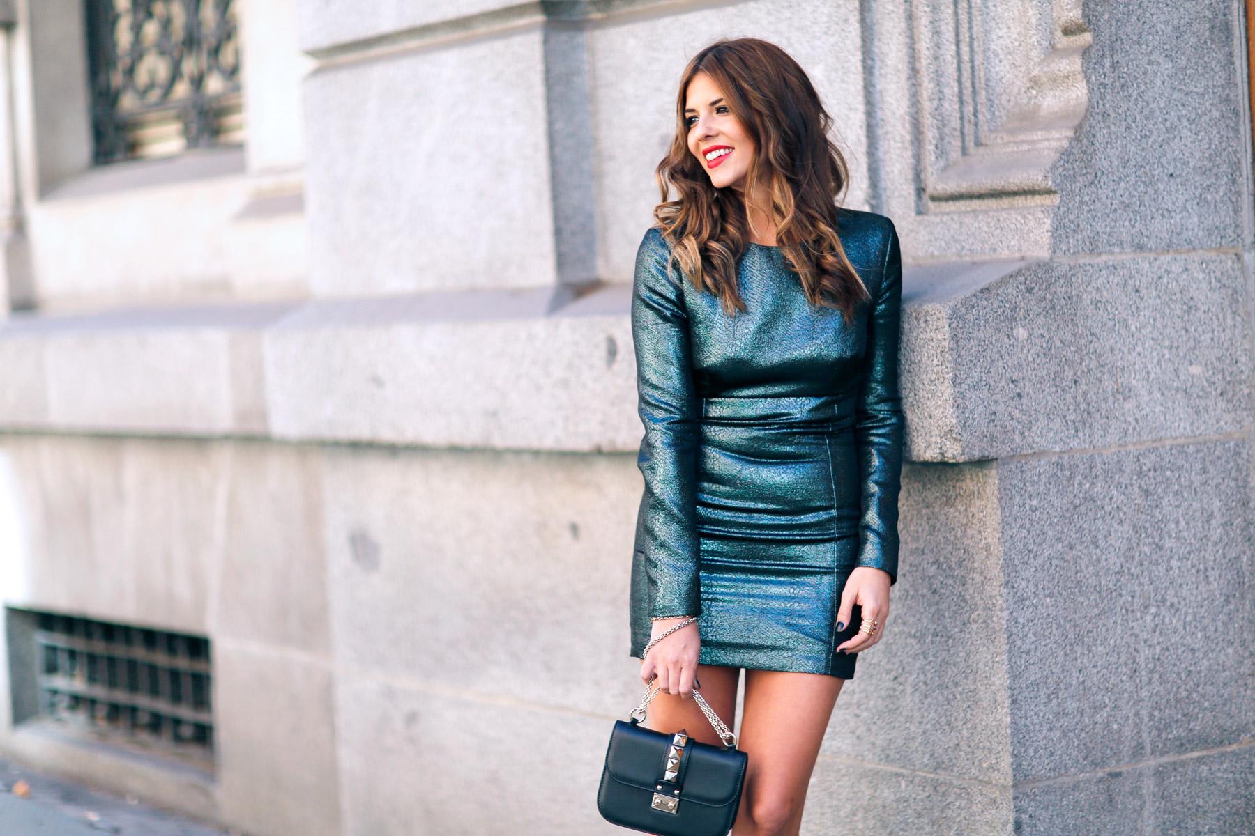 trendy-taste-look-street-style-otono-invierno-2016-vestido-fiesta-chaqueta-rockera8