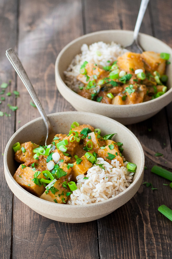 Thick, creamy coconut curry with simple pantry ingredients. Vegan / make ahead / freezer friendly.