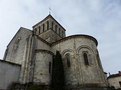 Montmoreau-Saint-Cybard, Charente: église Saint-Denis, classée au titre des monuments historiques en 1846