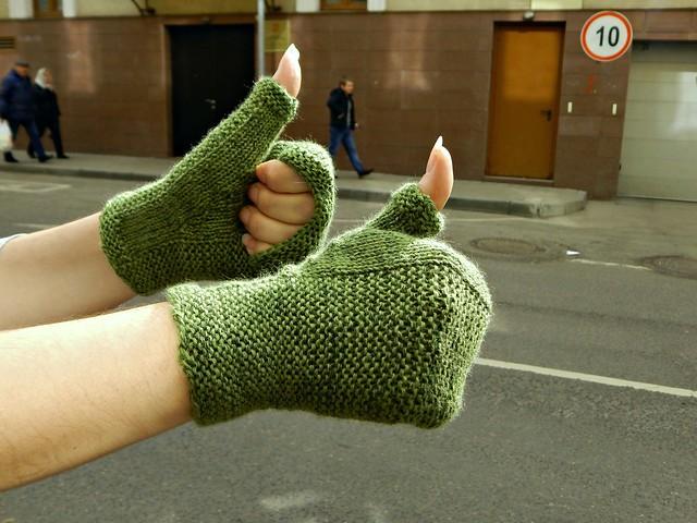 зелёные женские митенки   Хорошо.Громко.