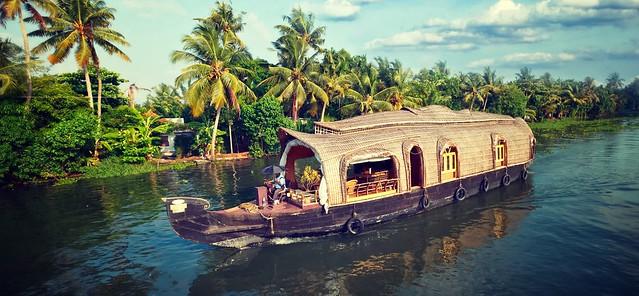 Superior Kerala Houseboat - Sleeps 4
