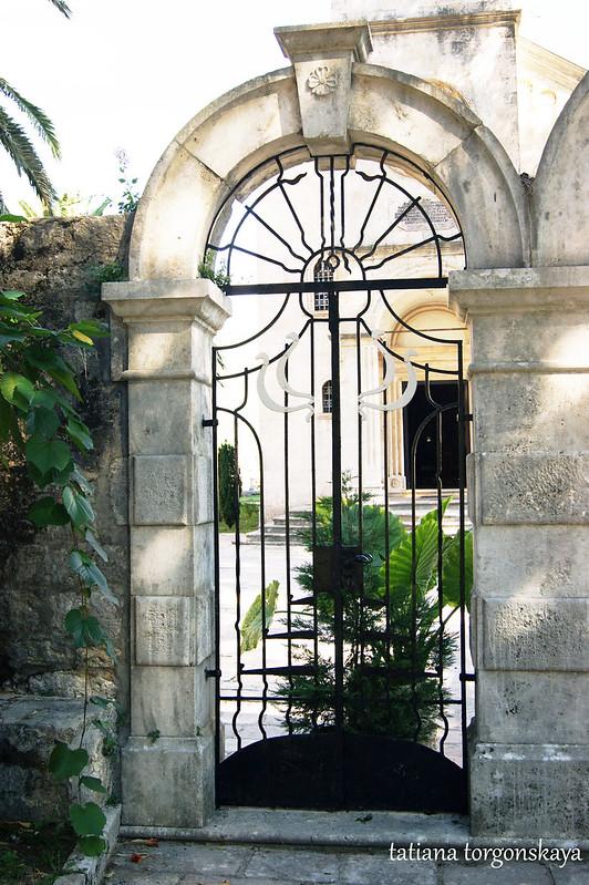 Фрагмент ворот