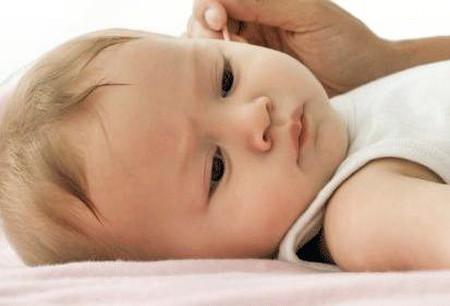 Cẩn thận khi sử dụng bông ngoáy tai cho trẻ 1