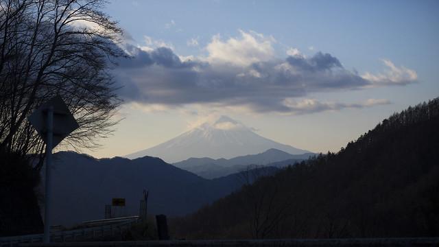 大菩薩ラインから富士山を望む