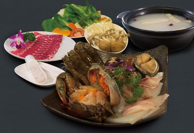 [食記] 台北 十二籃粥火鍋-冬天也可滿足吃螃蟹