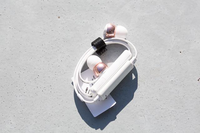 Sudio Vasa BLÅ - Rose Gold White モニター