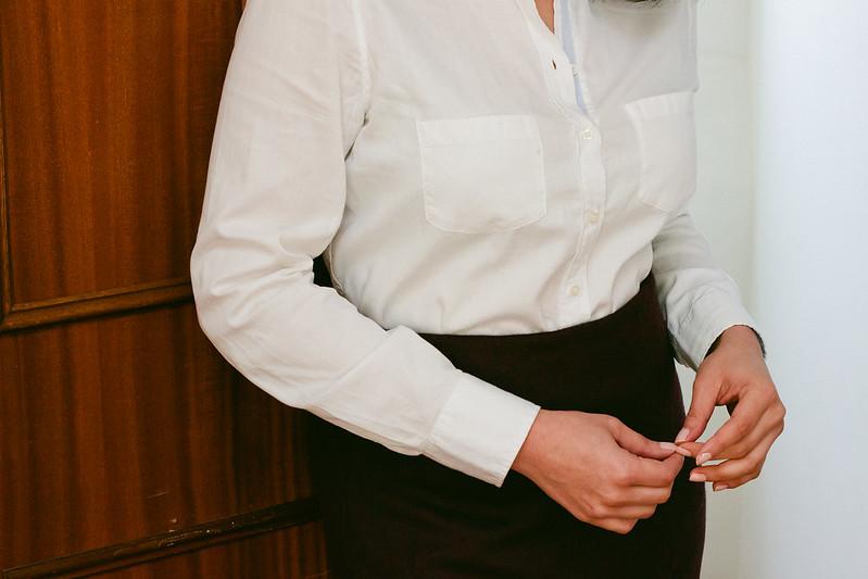 {3 ways to style a white button-down} via chevrons & éclairs