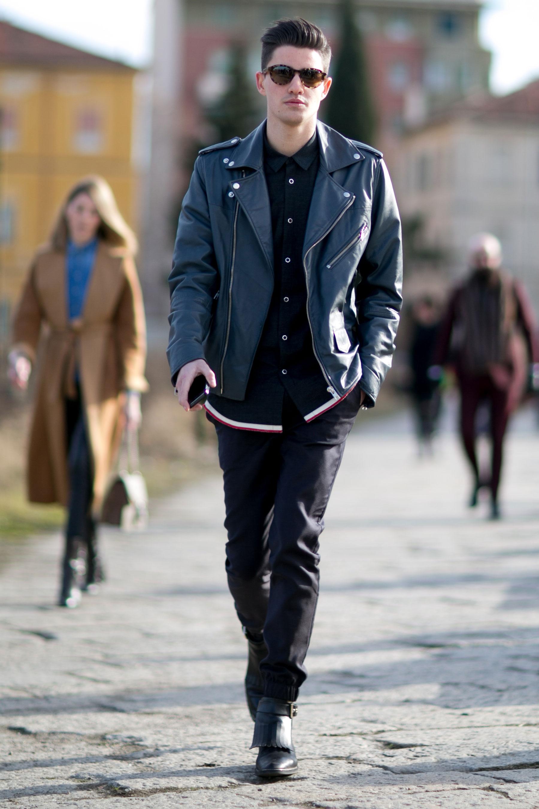 全身黒コーデ ダブルライダース×シャツ×リブパンツ×タッセルブーツ