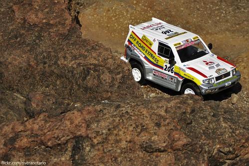 Ixo 1/43 Mitsubishi Pajero Montero Evo (Dakar 1998)