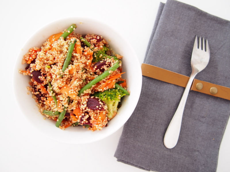 Quinoa with beetroots, broccoli, green beans and carrot