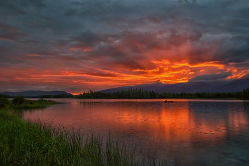 canada rain sunrise reflections dawn britishcolumbia newyear explore sunrays canoeist daybreak happynewyear 2016 boyalake
