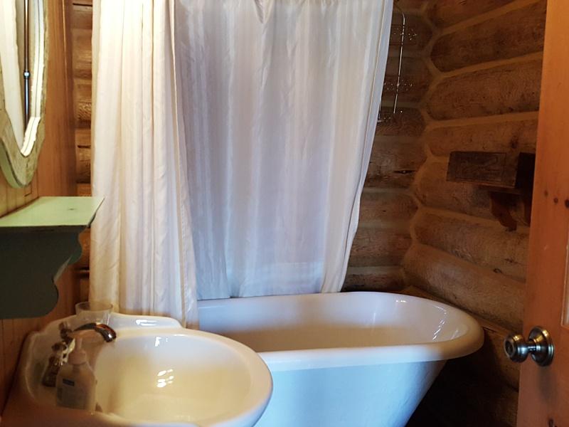 Au Chalet en Bois Rond bathroom
