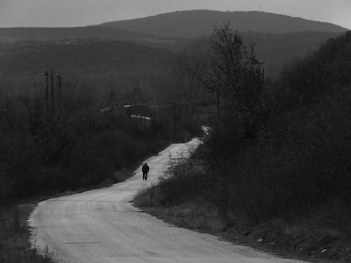 ασπρόμαυρο μοναξιά περπατώντασ δρόμοσ έβροσ άνδρασ βόλτα άνθρωποσ στροφέσ θεραπειό
