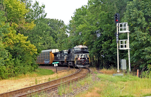railroadsignals norfolksouthern norfolksoutherntrains centraliaillinois illinoisrailroads ns8115 autoracktrains nsautoracktrains nsinillinois norfolksoutherninillinois
