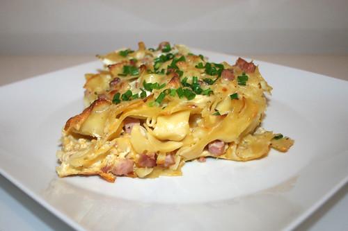36 - Bohemian ham pasta bake - Side view / Böhmische Schinkenfleckerl - Seitenansicht