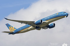 AIRBUS A350 - Vietnam Airlines - VN-A889