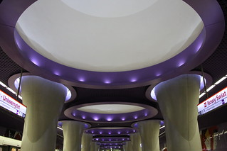 Nowy Świat – Uniwersytet, Metro Station.