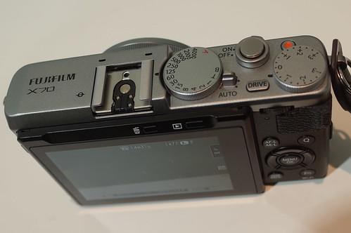 FUJIFILM X70 02