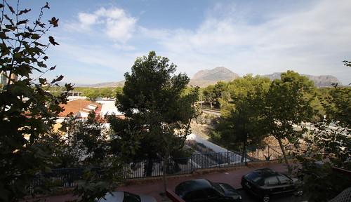 Vistas despejadas, soleado. Infórmese sin compromiso en su agencia inmobiliaria Asegil. www.inmobiliariabenidorm.com