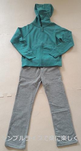 息子春服2016、ユニクロパーカーと無印ズボン