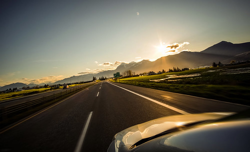 road morning mountains cars grass shine bc sunny columbia fujifilm british hwy1 chilliwack prest samyang