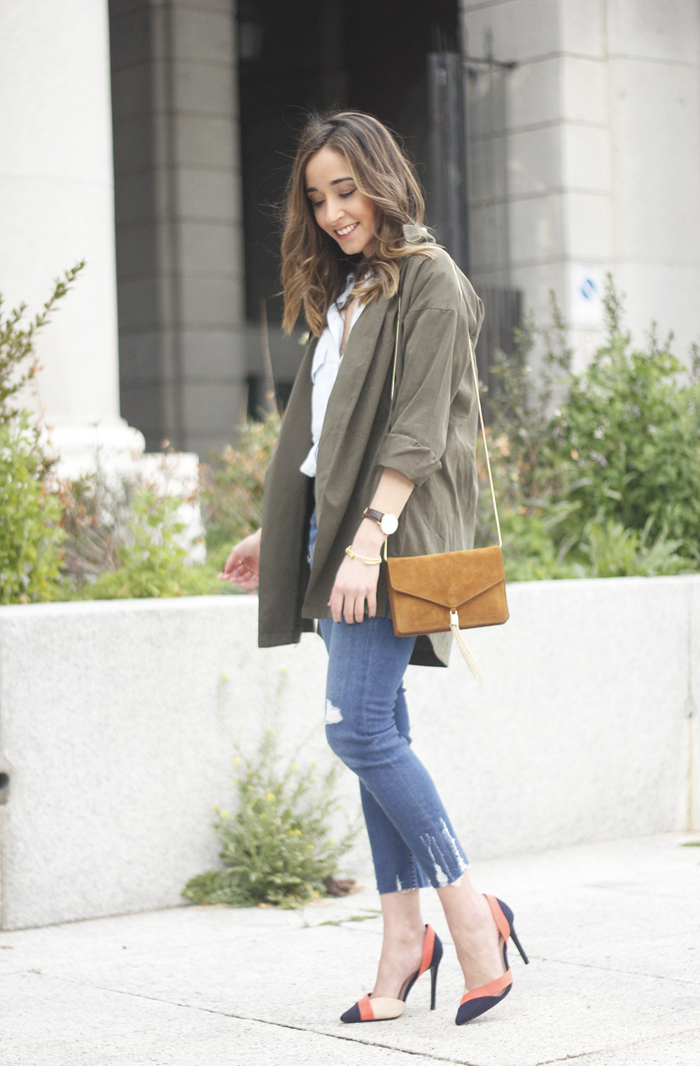 Military green shirt heels choker accessories jeans suede bag outfit03