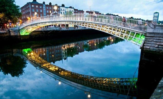Ireland2,greendublin2, green, vihreä, nummi, heath, dublin, irlanti, ireland, matkat, matkustus, travel, travelling,silta, joki, liffey, bridge, river, night, ilta