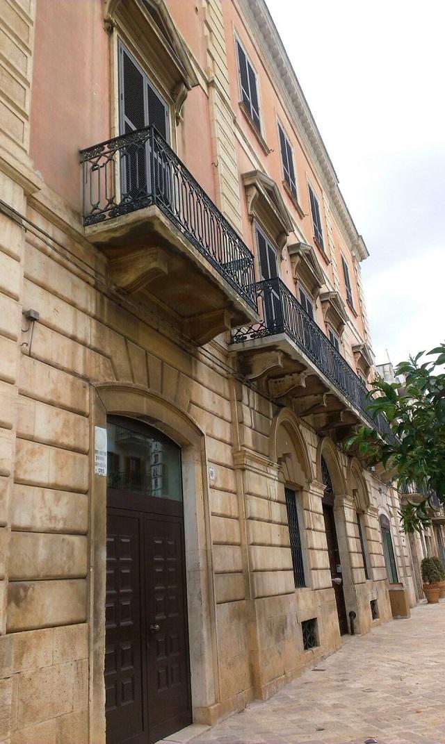 Noicattaro. Palazzo Macario intero