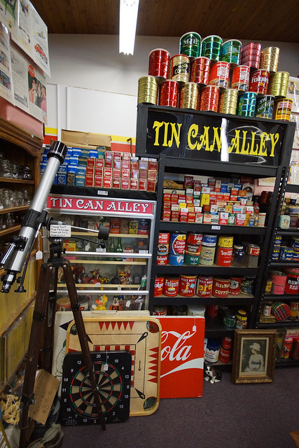 Tin Can Alley inside the Castle Rock Mercantile Antique Mall DSC01448