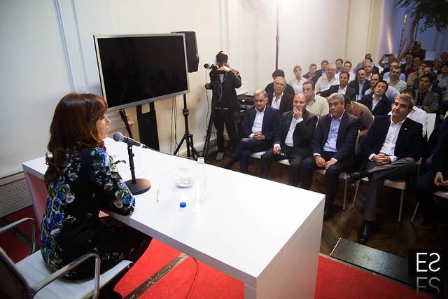 CFK con intendentes