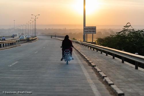 africa sunset orange colors yellow niger jaune evening soleil couleurs ne westafrica moto motorcycle soir afrique ner niamey 非洲 afriquedelouest أفريقيا نيامي النيجر nikond3s 尼日尔 afsnikkor85mmf14g 尼亚美