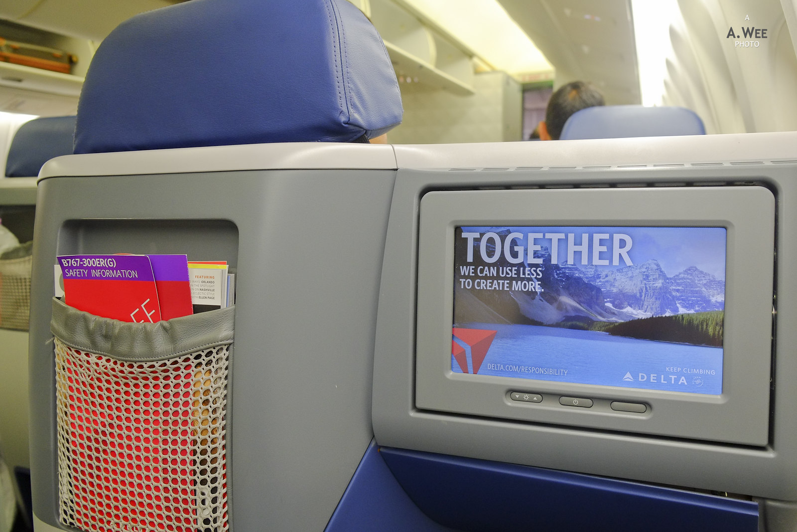 Seatback pocket and monitor